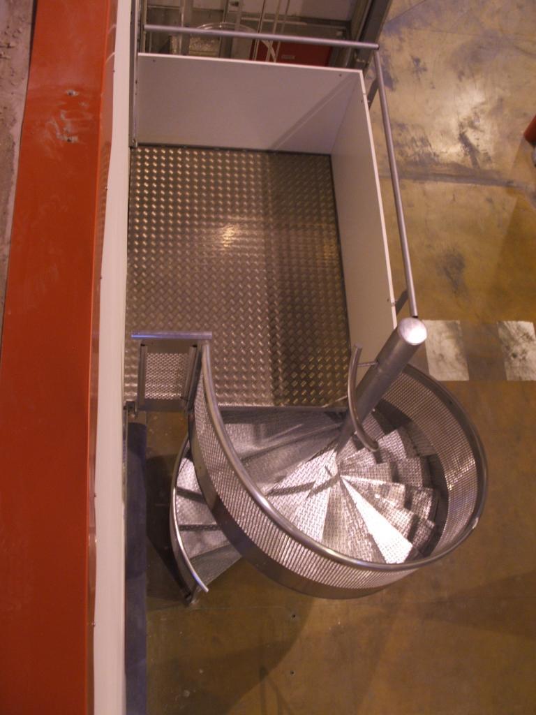 Escalier colimaçon en aluminium avec palier